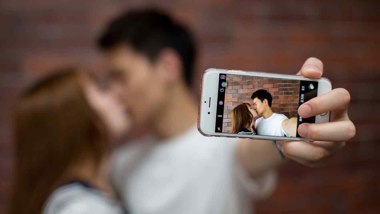 Las personas que presumen de su relación en las redes sociales tienen baja autoestima, según estudio