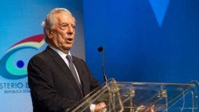 Peruvian writer and Nobel Prize for Literature 2010 winner Mario Vargas Llosa speaks after receiving the Pedro Henriquez Urena International Prize awarded by the Ministry of Culture during the opening ceremony of the XIX International Book Fair of Santo Domingo in Santo Domingo on September 19, 2016.  / AFP / afp / Erika SANTELICES