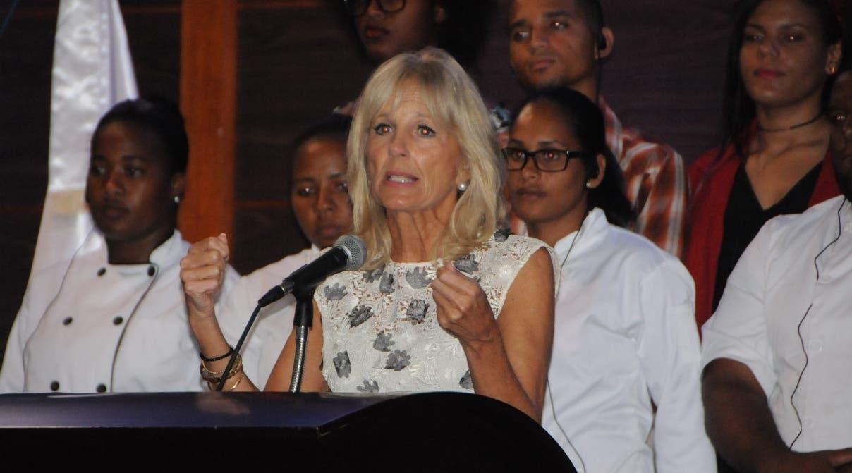 La esposa Jill Bidendel vicepresidente de Estados Unidos, Joe Biden, visitó este Isuperio comunitarrio