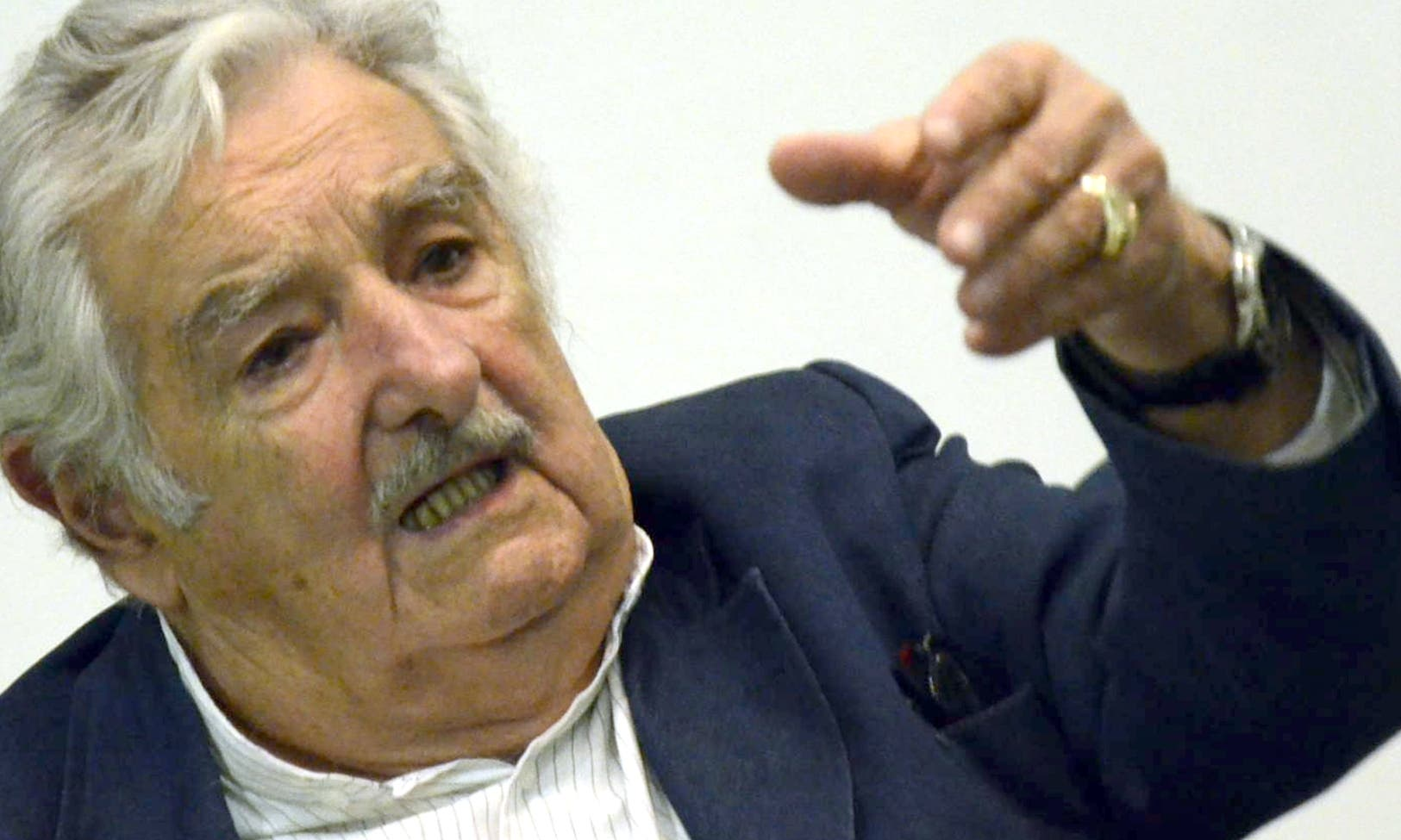 """Mujica: """"Político debe vivir igual que mayoría"""""""