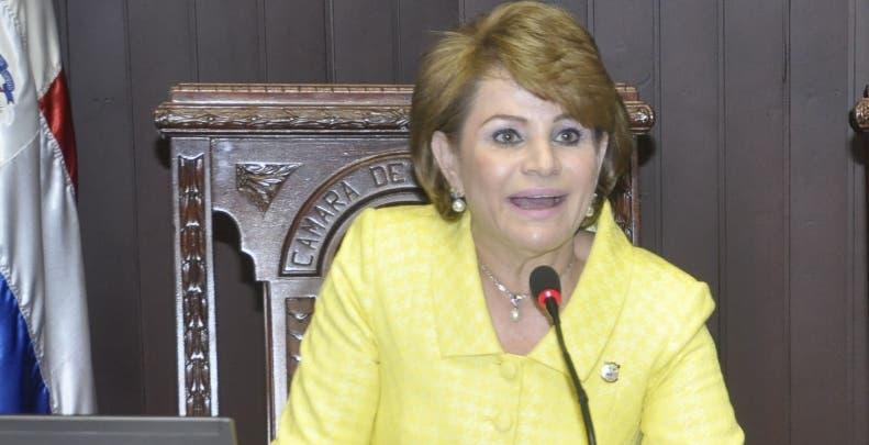 Lucía Medina, expresidenta de la Cámara de Diputados, en sesión. Cámara de Diputados. Hoy/Pablo Matos    28-09-2016