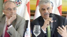 Alberto Navarro, de la Unión Europea,  y Miguel Vargas.