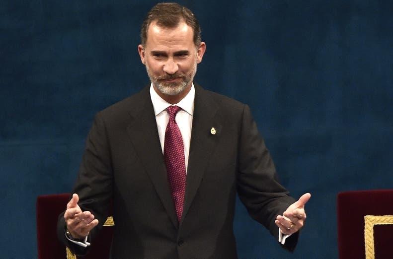 Rey de España busca resolver larga crisis