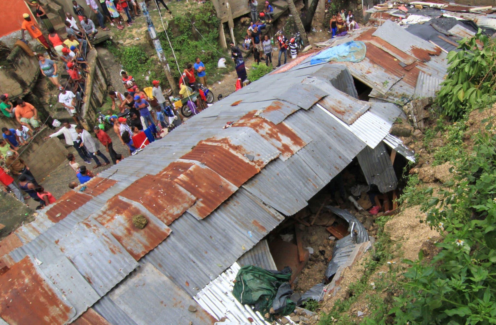 En el sector El Túnel del barrio Capotillo, fallecieron las niñas Wilianny Robles, de nueve años, y Fabianny Robles, por deslizamientos de tierra producidos por las lluvias del huracán Matthew. Foto: Elieser Tapia.
