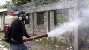 El Ministro de Salud Dr. Bautista Rojas Gómez encabeza operativo contra el dengue. Fuente externa 18/07/2010