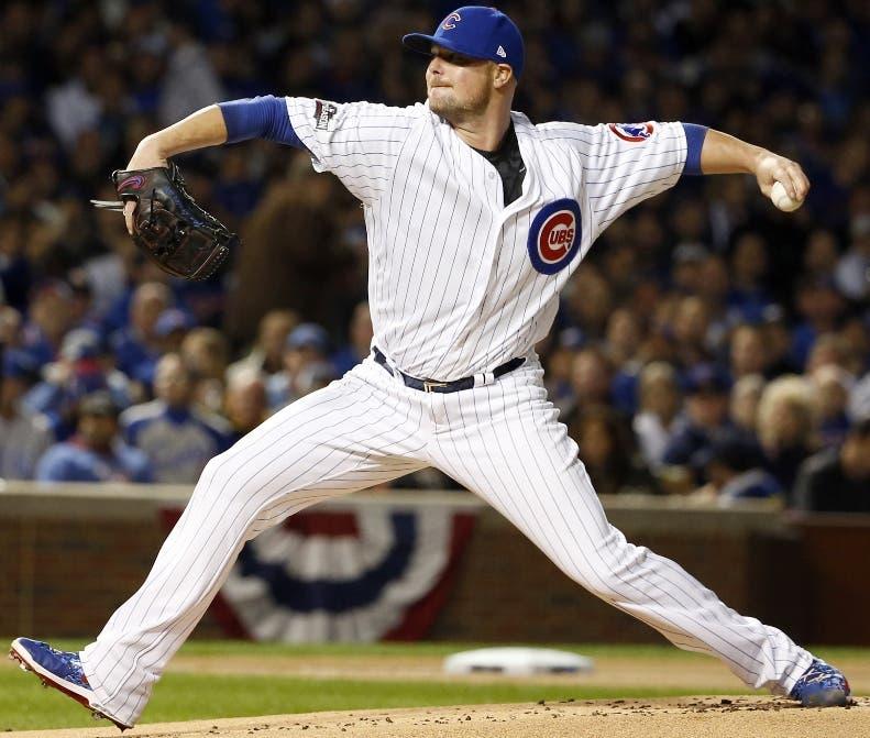 El lanzador Jon Lester paga 47.000 dólares en cerveza para los fanáticos de Chicago