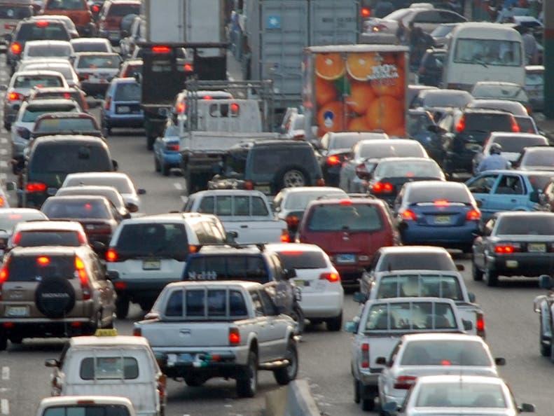 Ministro de Salud admite la gente está circulando más en la calle