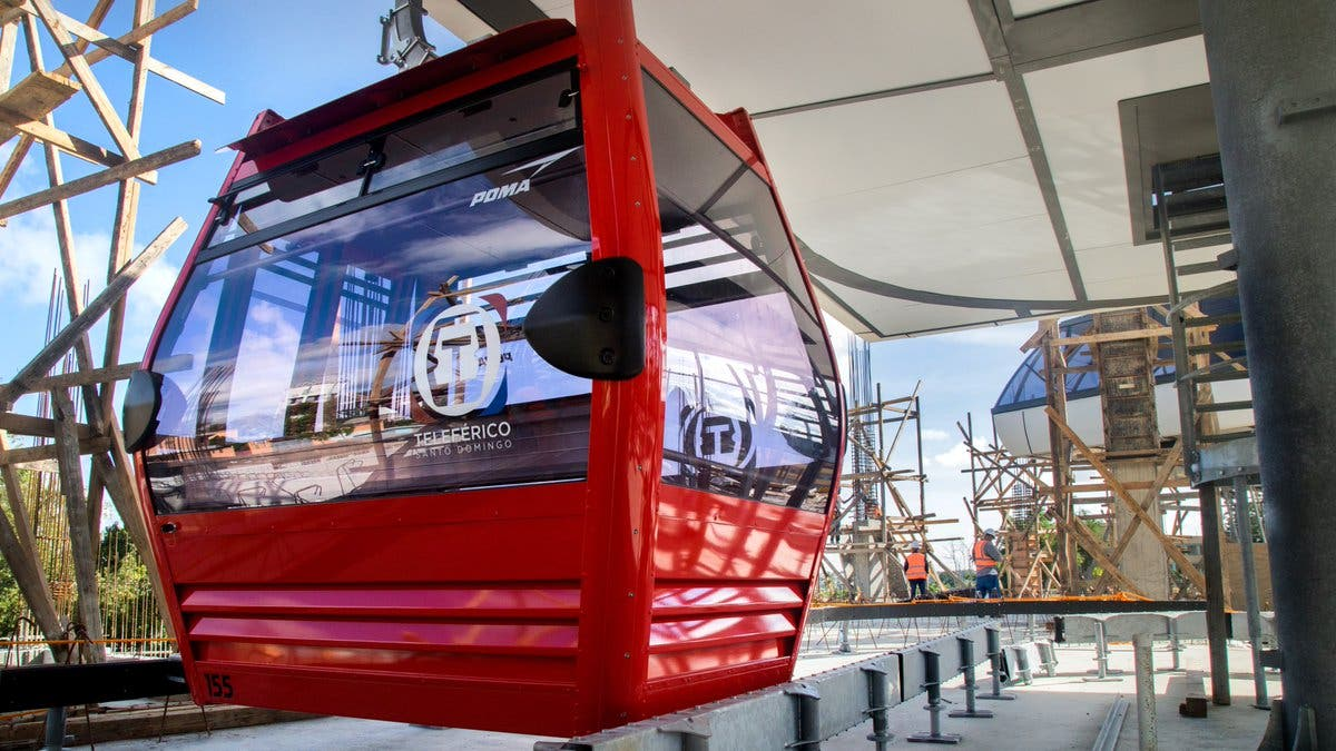 Gobierno instala primera cabina del Teleférico de Santo Domingo