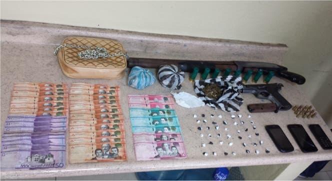 Dican desmantela punto de drogas y apresa dos hombres en Los Alcarrizos