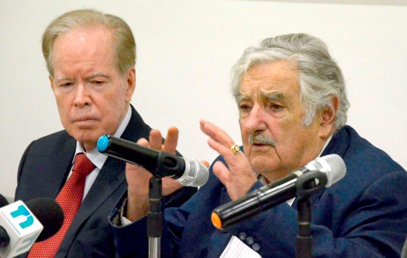 Invitados al al almuerzo del grupo de comunicaciones Corripio,el expresidente de Uruguay el señor José Pepe Mojica y su esposa la senadora del mismo pais la señora vLucia Topolanki/foto Jose de Leon