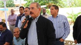 Danilo Medina con pescadores de Guayacanes