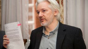Julian Assange  entró en junio de 2012 en la embajada buscando asilo político tras agotar todos los recursos para no ser extraditado a Suecia, como sospechoso de unos presuntos delitos sexuales.
