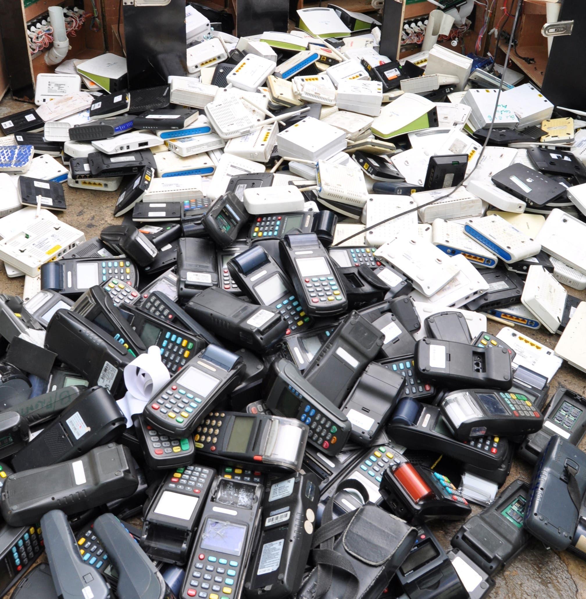 Destruyen 302 máquinas tragamonedas y equipos de lotería incautados