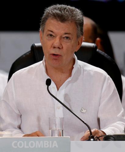 Santos dice a líderes iberoamericanos que Colombia se aferra a una paz amplia