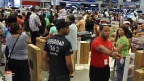 """""""Viernes negro"""" distribuidora corripio John F. Kennedy Santo Domingo República Dominicana. 28 de noviembre del 2014. Foto Pedro sosa"""