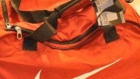 Padres 2014, bazar fashion freack, papá Fit, Bulto color naranja de la marca Nike. Sport Line.