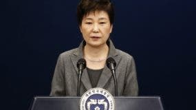 South Korean President Park Geun-Hye speaks during an address to the nation, at the presidential Blue House in Seoul on November 29, 2016.  South Korea's scandal-hit President Park Geun-Hye said Tuesday she was willing to stand down early and would let parliament decide on her fate. / AFP / POOL / JEON HEON-KYUN