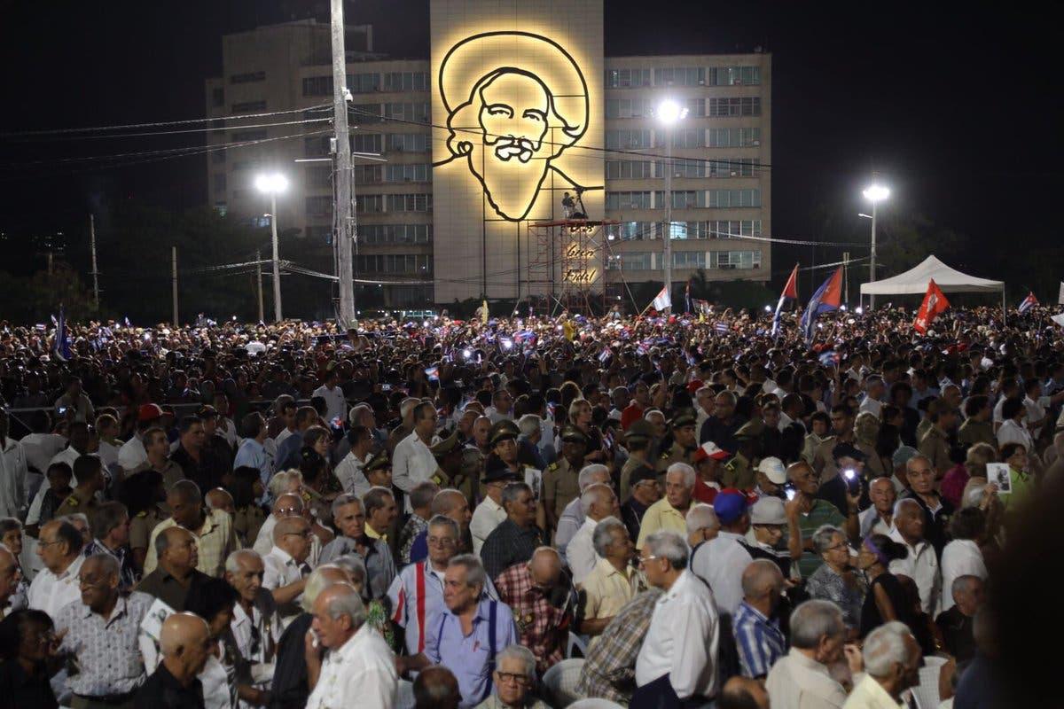 Danilo Medina participará esta noche en actos de homenaje póstumo a Fidel Castro