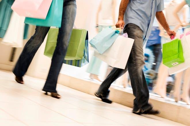 «Un año sin hacer compras», el desafío que pone a prueba tu consumismo