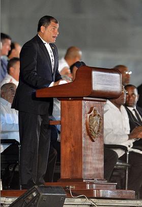"""Rafael Correa afirma que el ejemplo de Fidel Castro """"transcenderá el tiempo»"""