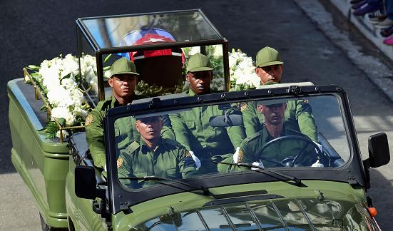 Cenizas de Fidel Castro salen en caravana al este de Cuba