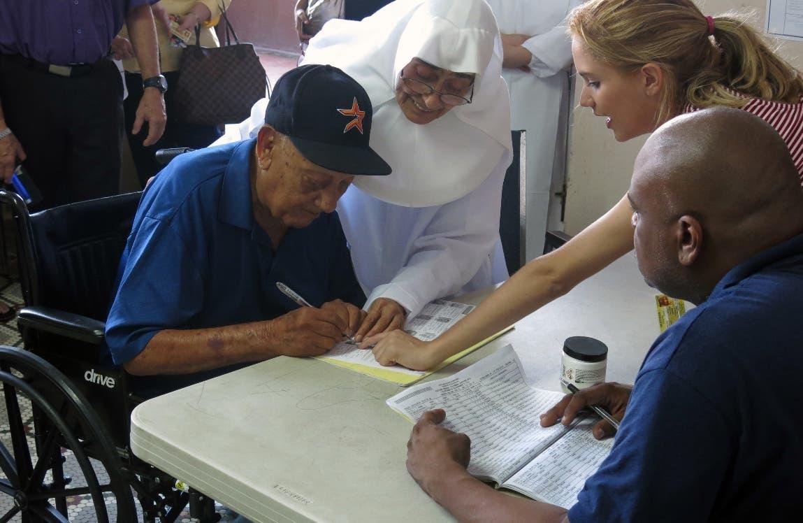 Cierran los colegios electorales en Puerto Rico para las elecciones generales