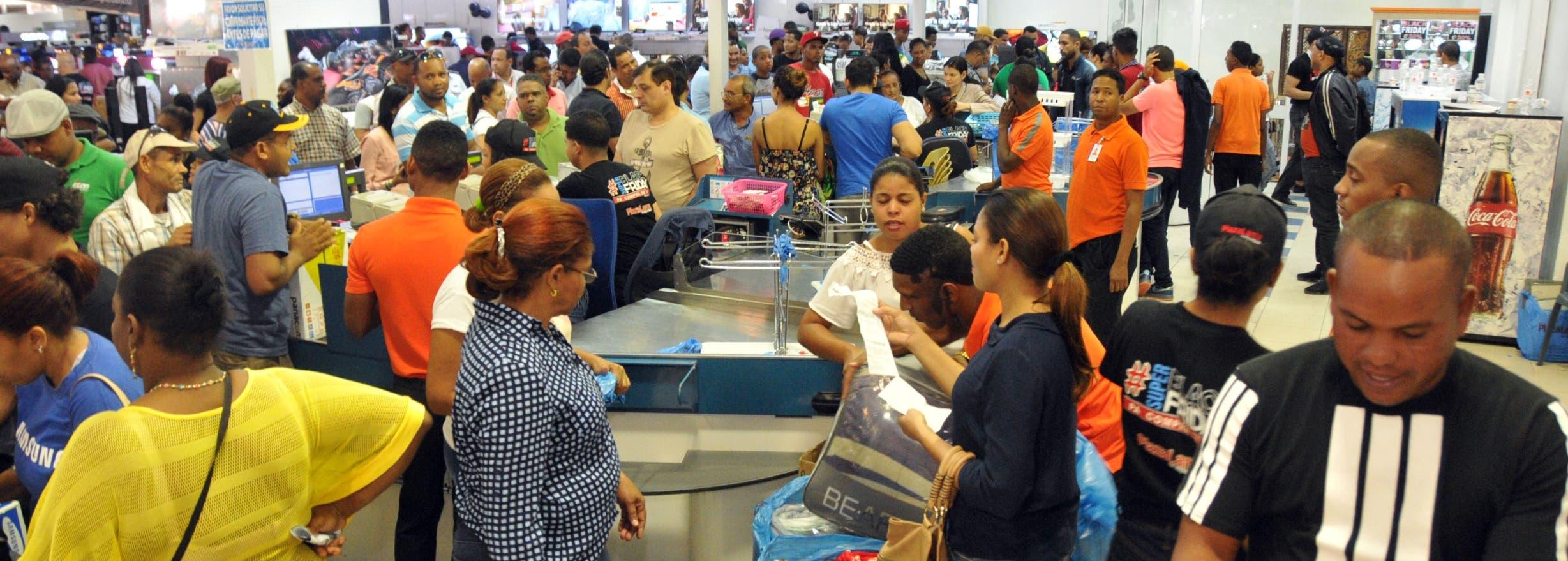 Recorrido por algunas tiendas de la capital, para hacer reportaje sobre el Black Friday en Republica Dominicana. Plaza Lama 27 de Febrero. Foto: Alberto Calvo