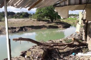 Las viviendas que se desplomaron en el sector  Buenpán  fue porque los gaviones no resistieron la presión del agua y sucumbieron.