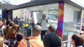 Carlos Silver, busca del record Guinnes en canto/foto Jose de Leon