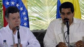 Venezuelan President Nicolas Maduro (R) speaks next to his Colombian counterpart Juan Manuel Santos during a joint press conference in Puerto Ayacucho, Amazona state, on July 22, 2013. AFP PHOTO/JUAN BARRETO