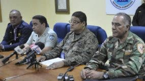 El director del COE, general Juan Manuel Méndez, junto a otros miembros del organismo. Foto de archivo.