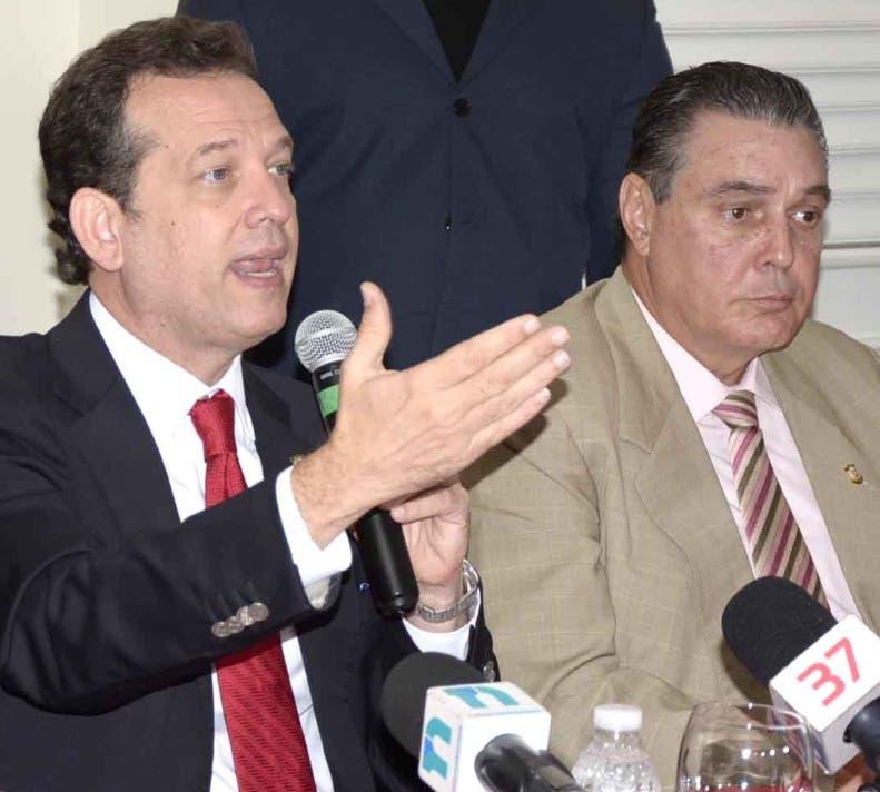 Víctor Bisonó y José Hazim Frappier anunciaron la resolución.