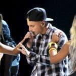 """La oleada de críticas al cantante colombiano Maluma por su """"denigrante"""" videoclip """"Cuatro babys"""""""