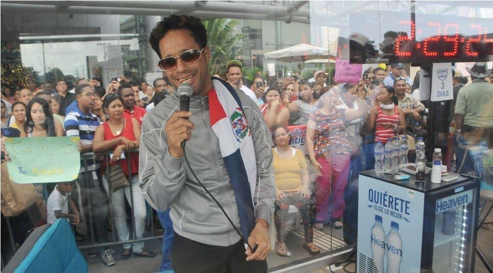 El dominicano Carlos Silver rompe récords Guiness cantando Carlos-Silver-Record-Guinness