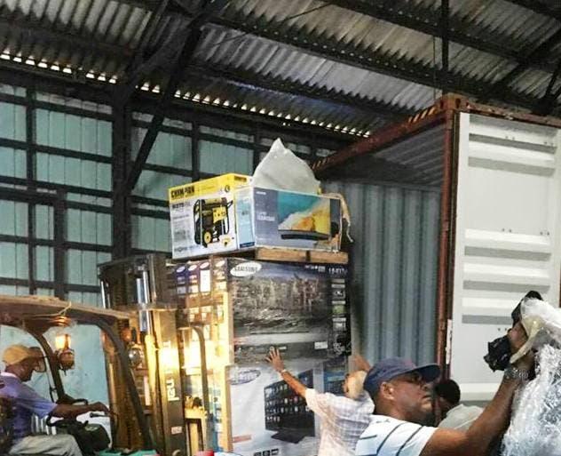 Aduanas incauta contenedor repleto de televisores plasmas en muelle de Puerto Plata