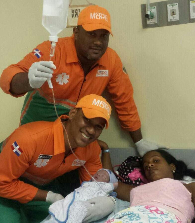 Mujer da a luz en ambulancia de asistencia vial en el peaje de autopista 6 de Noviembre