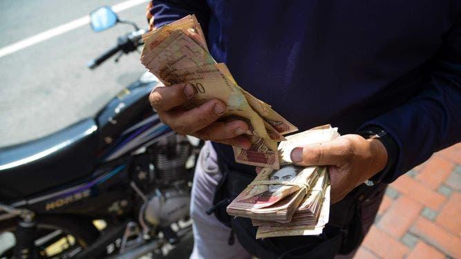 Venezuela inicia canje masivo de billetes de 100 bolívares