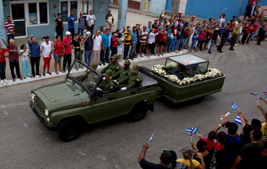 Restos mortales de Fidel Castro llegan por última vez a Santiago de Cuba