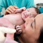 Antaño, si el bebé se quedaba atascado en el canal de parto, tanto la madre como el bebé se morían.