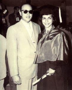 Manolo Tavárez Justo y Minerva Mirabal en su graduación como abogada.