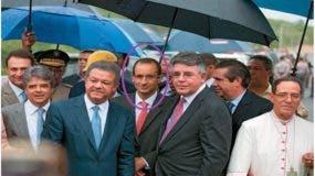 Leonel Fernández, Marcelo Odebrecht y Víctor Díaz Rua. Detrás Francisco Javier García, durante la inauguración de una de las mega obras construidas por la empresa brasilera en República Dominicana.