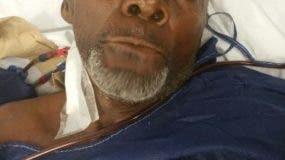 Juan De los Santos llegó al centro de salud en condiciones delicadas con insuficiencia renal.
