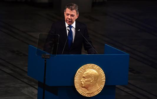 Santos urge a «replantear la guerra mundial contra las drogas»