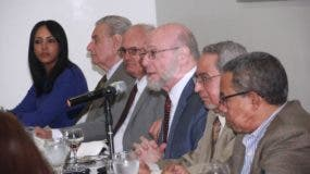 Invitado al Almuerzo semanal de medios de comunicaciones Corripio Pedro verges, Cayo Claudio Espinal, Federico Heriquez, Patricia Mora y Jose Tejeda. Foto: Elieser Tapia.