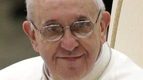 El papa Francisco durante una reunión con los medios de comunicación en el aula Paulo VI del Vaticano, el sábado 16 de marzo de 2013. (Foto AP/Alessandra Tarantino)