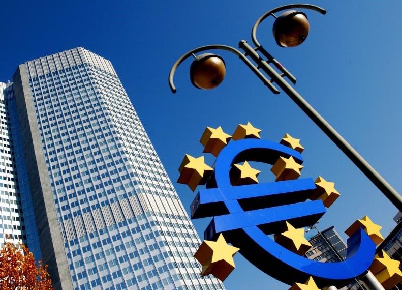 20080612 - ROMA - FIN - BCE: URGENTE CONSOLIDARE CONTI ITALIA E ALTRI 3 PAESI. La sede della Bce a Francoforte, in una immagine di archivio. L'Italia e altri tre Paesi europei devono ''accelerare gli sforzi di consolidamento''. E' quanto si legge nel bollettino mensile della Bce, in cui si sottolinea che ''si tratta di un intervento particolarmente urgente, dal momento che alcuni Paesi hanno un margine di manovra scarso o  nullo, essendo gia' prossimi al valore di riferimento del 3% del Pil (in particolare la Francia, ma anche la Grecia, l'Italia e il Portogallo)''. ANSA/ARCHIVIO/DRN
