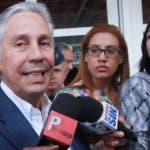 A la salida de la Procuraduria el exministro de Obras Públicas y Comunicaciones, Freddy Perez,  Gobierno de 2000-2004. Foto: Elieser Tapia.
