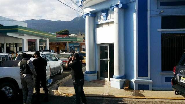 Allanan financiera en Puerto Plata y apresan ejecutivos acusados de desfalco