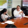 El ministro de Administración Pública, Ramón Ventura Camejo, mientras estaba reunido con la directora regional de Salud, doctora Austria De la Rosa, y otros funcionarios, para acordar actividades para el mejoramiento de la gestión de la calidad institucional.