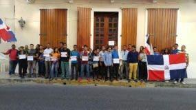 jd-protesta-frente-a-casa-museo-de-duarte